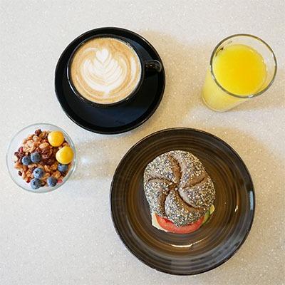A43 Frukost på Avenyn kaffe fralla juice yoghurt