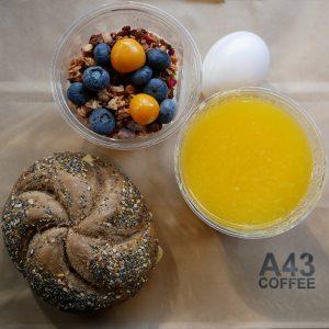 Frukost Take Away Fralla Juice Yoghurt och Ägg 800x800